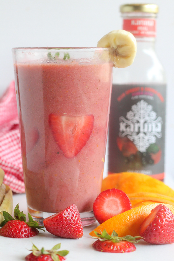 Aronia Strawberry Top Banana Smoothie Photo 1